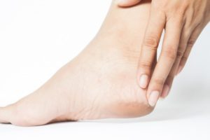 dry-feet-cracked-foot-care-tips-podiatry-glasgow